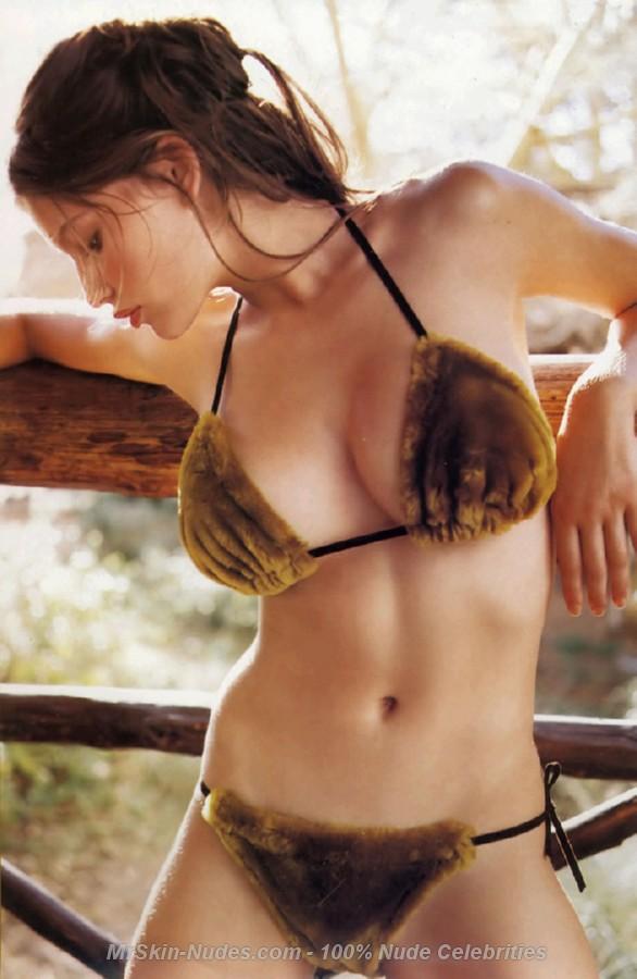 Laetitia Casta sex pictures @ MillionCelebs.com free celebrity naked ...: www.millioncelebs.com/fcma/laetitia-casta/285863.html