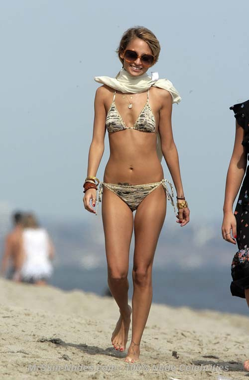 Nicole Richie Nude Photos & Videos -