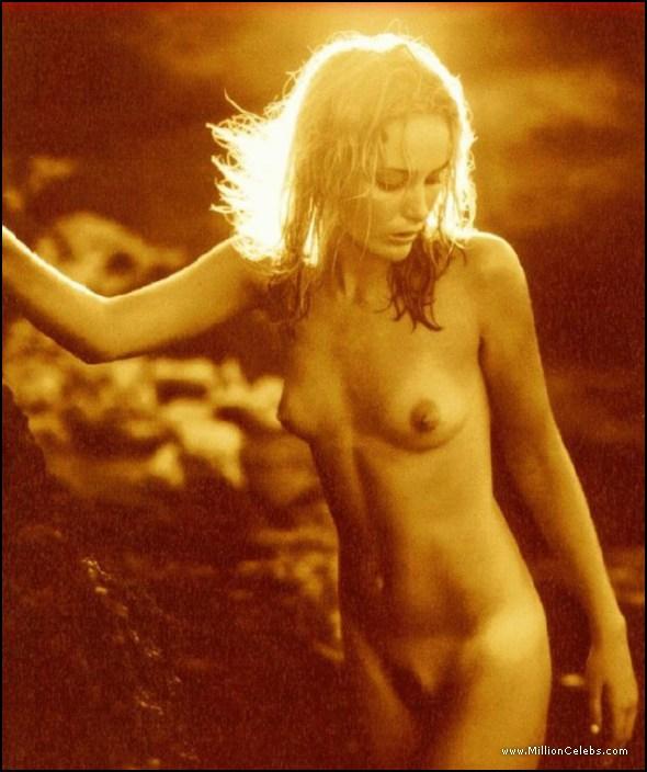 image Gillian anderson in the fall s02e02